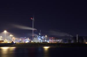Hamburg Hafen und Windrad - Michael Heinbockel