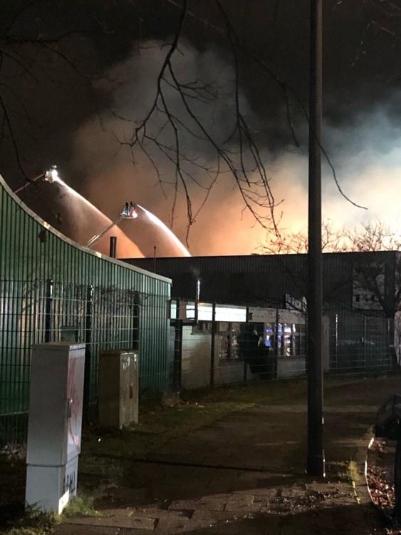 Großbrand in Hamburg-Wilhelmsburg - Abend