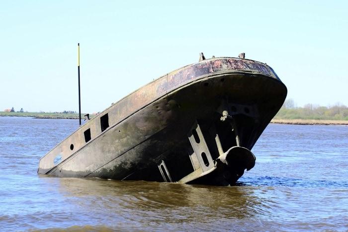 Schiffswrack Uwe bei Ebbe