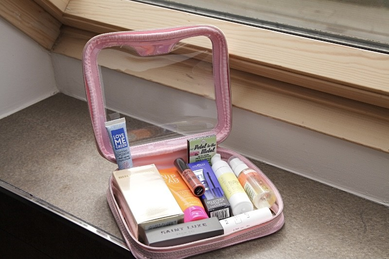 Glossybox Summer Beauty Bag Limited Edition Inhalt